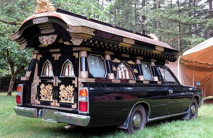 6 Extravagant Custom Hearses to Pick for Last Rite Rituals